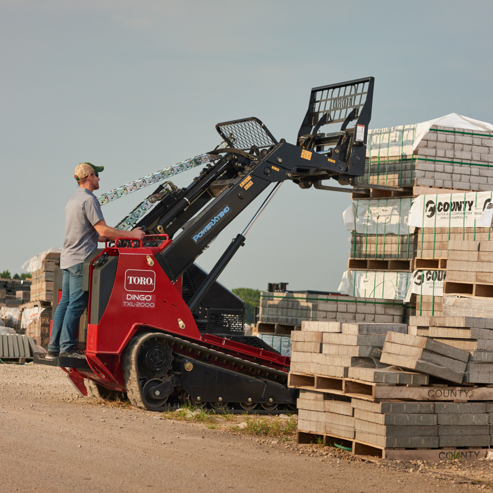 Toro TXL 2000 Compact Loader with Telescoping Arms