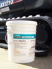 70000-68720 Kubota Construction Equipment Hydraulic Oil ISO 32 - 5 Gallon Bucket